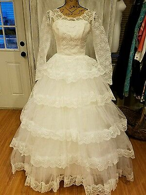 BEAUTIFUL VINTAGE WEDDING DRESS SIZE SMALL LACE TULLE 60's GORGEOUS