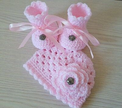 Crocheted, hand knitted Baby Girl Newborn Booties / Shoes Hat pink