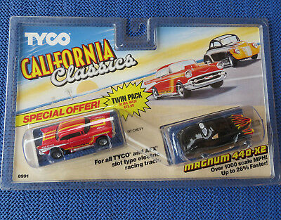 für Slotcar Racing Modellbahn -- Blisterpackung mit Tyco 57er Chevy + 40er Ford