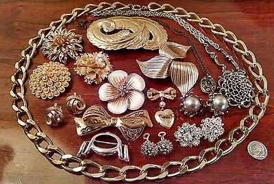 Vintage Costume Jewelry Lot of 16 Signed/ Unsigned LISNER MONET SARAH COV EUGENE