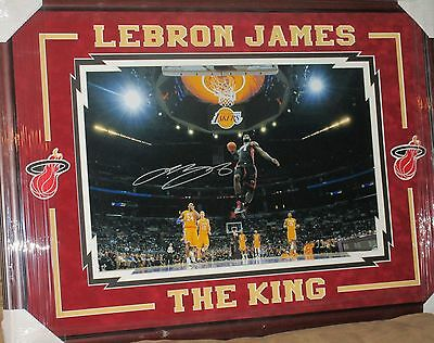 UDA LeBRON JAMES SIGNED 16x24 HIGH QUALITY FRAME LA LIGHTS SICK DUNK AUTO MINT