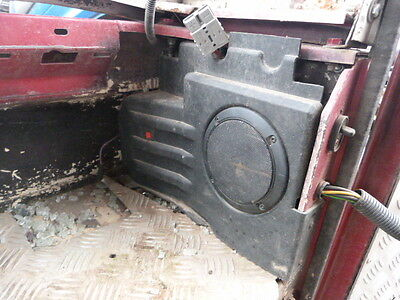 Landrover Defender 90 Rear Speakers & Surrounds Pair