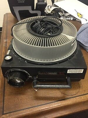 KODAK CAROUSEL 750H SLIDE PROJECTOR WITH CORDS , Remote And Slide Tray