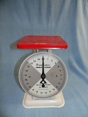VINTAGE RED and WHITE AMERICAN FAMILY 25 lb KITCHEN SCALE - NICE!