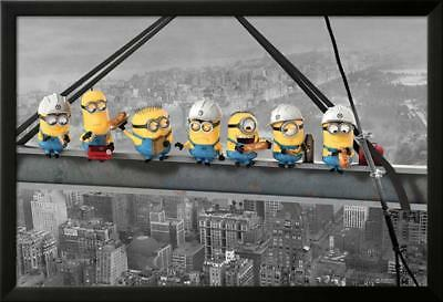 Despicable Me - Minions lunch on a skyscraper Laminiertes gerahmtes Poster 98 x