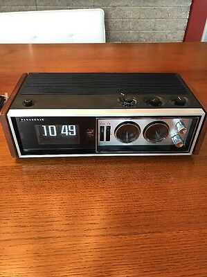 panasonic rc-7469 Vintage Flip Clock Radio In Excellent Condition!