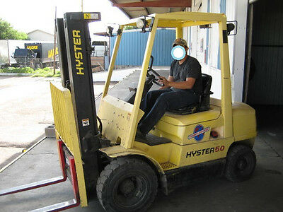 1,300 hours 5,000Lbs. 3 Stage Pneumatic Forklift