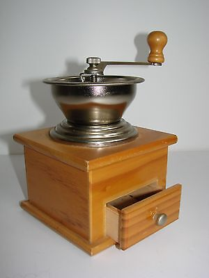 Vintage/Retro Styled Wooden Coffee Grinder/Mill