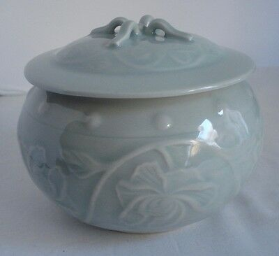 Chinese Celadon Covered Jar Asian Decor Porcelain 03234