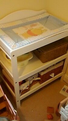 Baby changing table and wicker baskets / bathing pool
