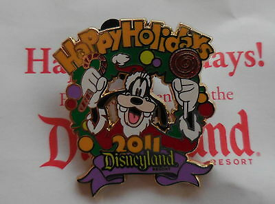 Disney Pin DLR Happy Holidays 2011 Santa Goofy Pin