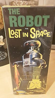 Polar Lights The Robot From Lost In Space Assembly Kit, Brand New And Sealed!