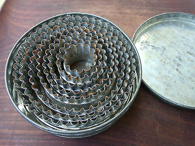 Vintage Graduated Fluted Scalloped Biscuit Cookie Fondant Cutters In Tin Steel