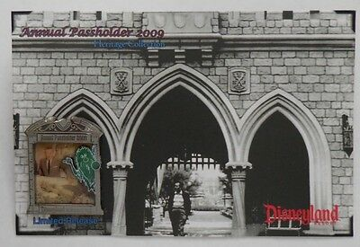 Disney Pin DLR Passholder Exclusive Walt with Hitchhiking ghost Pin