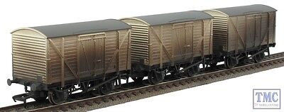 38-191ZLTD Bachmann OO/HO Scale BR 10T White Insulated Van Set Weathered