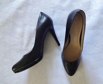 EUC! Black leather NINE WEST pointed toe low platform high heels size 9.5M