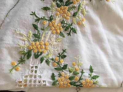VINTAGE  HAND EMBROIDERED, COTTON  ROUND TABLECLOTH  1610 mm Wattle Pattern