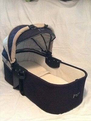 Valco Baby Runabout Deluxe Nitrogen Bassinet and Insect Cover (Navy and Beige)