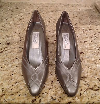 Magic by Amalfi Women's VALESCA Metallic Silver Leather Shoes Heels  - Size 7 AA