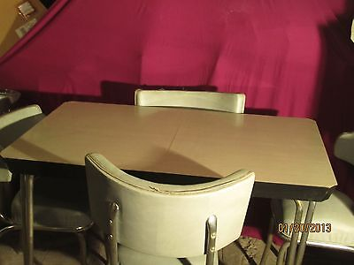 1950's FORMICA TOP AND CHROME TABLE WITH LEAF