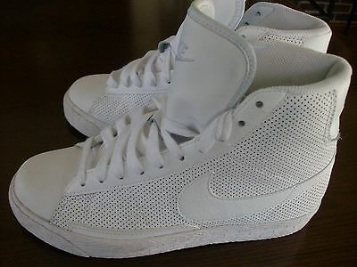 Nike Youth High Top Sneakers Size: 4Y (EUC)