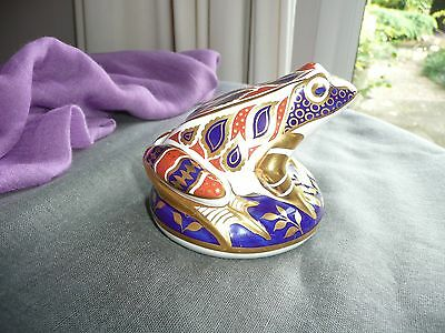 Royal Crown Derby Imari Bone China Frog Paerweight / Figurine