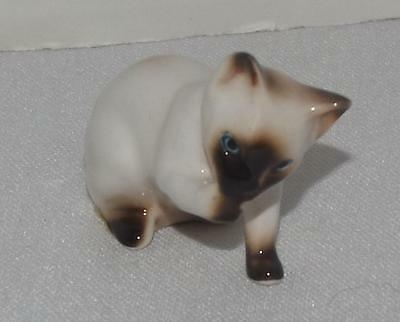 "Vintage Enesco Siamese Cat Bath Cleaning Small Figurine 2"" x 3"""