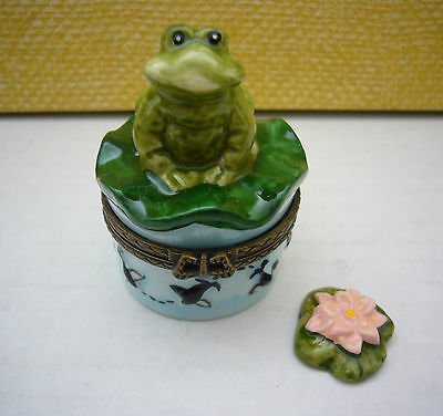 Cute Porcelain Frog Hinged Trinket Box Lily Pad Inside