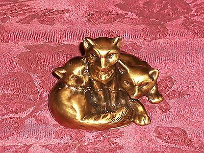Old Metal Satiny Goldtone Finish 3 Foxes Figurine Paperweight Jennings Bros 1432