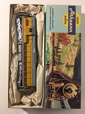 Athearn SD-9 EMD Powered Diesel Loco Union Pacific HO Scale