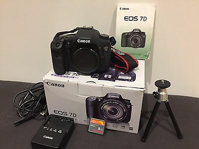 Canon EOS 7D 18MP DSLR Camera - low shutter, flash memory card - excellent cond