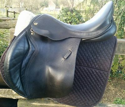 Black Country Wexford jumping​ saddle M/W 17 1/2""