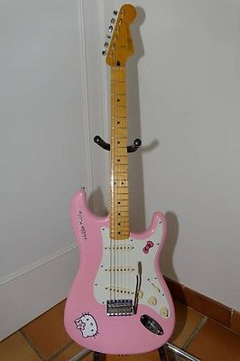 """SQUIER """"HELLO KITTY"""" by FENDER"""