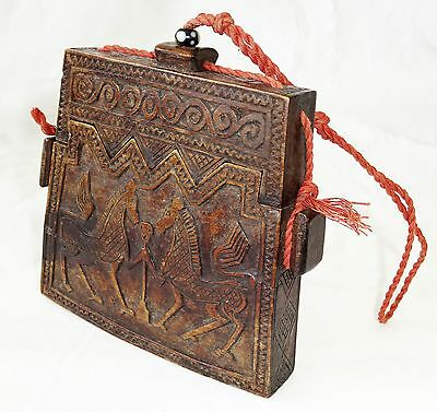 20CT Indonesian Sumba Tribe Wooden Ceremonial Container w Ancestral Motifs (Eic)