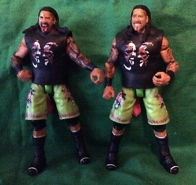 Mattel WWE Usos Elite 31 Jey and Jimmy Uso with shirts.