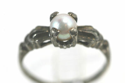 D084 Sterling Pearl Ring 2g 925 size 7 1/2