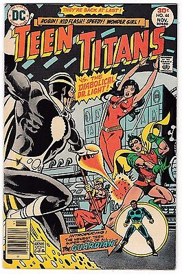 TEEN TITANS #44 (FN+) DR. LIGHT Cover Story Appearance! Vintage DC 1976