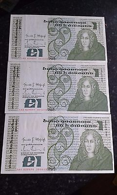 3x A/UNC 1982 Queen Meabh series B Irish 1pound notes in sequence