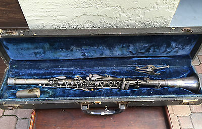 Frank Holton Collegiate Clarinet with case