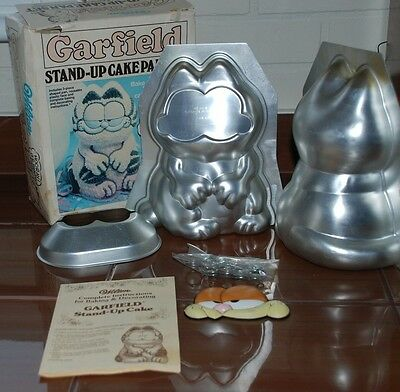 Garfield Stand Up Cake Pan Set In Box Complete By Wilton 1984 Nerver Used
