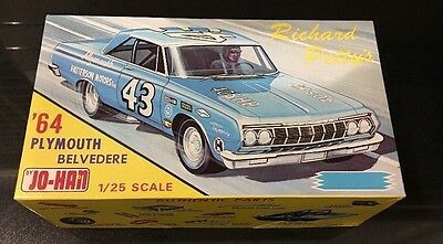 Jo-Han '64 1964 Richard Petty's Plymouth Belvedere 1:25 Scale Model Kit GC-964