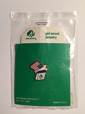 New Retired Girl Scout U.S.A Flag International Thinking Day Lapel Hat Pin