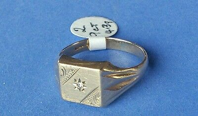 9ct Gold Gents Signet Ring with Diamond. 4.3 grams. Size S