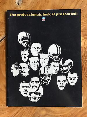 """VERY RARE Amazing Vintage NFL""""Professionals Look at Football"""" Collector Mag 1967"""