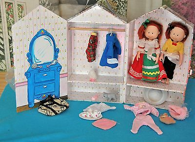 MADELINE Old House in Paris WARDROBE CASE w/ Rod, Hangers, Clothes & DOLLS
