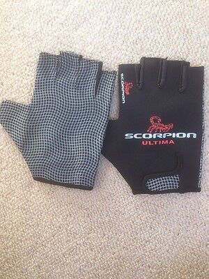 NEW Rugby Gloves/Grip Stick Mits/Mitts Scorpion Large *Fully Packaged*