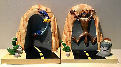 Looney Tunes Wile E. Coyote Road Runner Bookends Warner Brothers