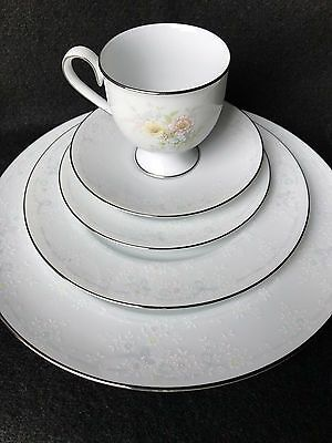 Noritake ANTICIPATION #2963. (Set of 4) 5-Piece Place Settings. (20 Pieces).