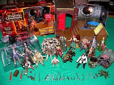 + 50 PIRATES OF THE CARIBBEAN SINGAPORE BATTLE PLAYSET figure pistol weapon LOT