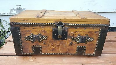 Antique Primitive Early 1800s ROBERT BURR of Boston MA Small Old Wooden Trunk